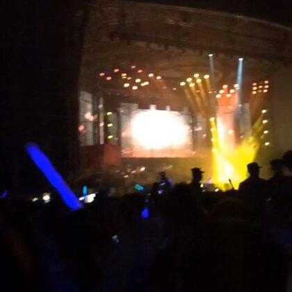 wow!😍😜昨晚E神演唱会 小片段,爱情转移😁