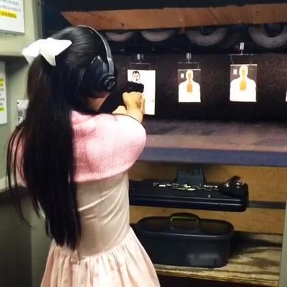 不要惹我哦!😜哈,真枪🔫的感觉很棒呀👍😝💘👠