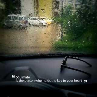 外面下着雨,只有开车带你#一起去私奔#👌