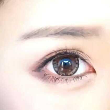 【双眼皮贴教程】之前有很多姐妹一直在问如何贴双眼皮贴,今天花花就出一个双眼皮贴教程,希望对你有所帮助!其实方法都是大同小异,关键是找到适合自己的哦!戳开视频一起来学吧!