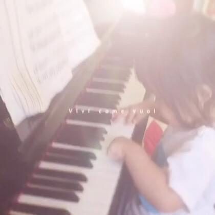 认真弹琴中。#宝宝#