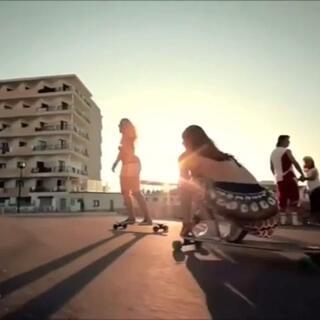 #滑板##美女#玩得真起劲🎈#好朋友一直在身边#很喜欢这种感觉!🌹可以#愉快的玩耍#👻#我要上热门#♨
