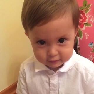#宝宝# 你,就这样悄悄地长大啦!(这应该是我最爱的一段视频,一直保存在手机里舍不得删!现在小宝可很难这么乖乖听话啦!💗)