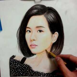 #我画你猜#。猜猜.喜欢的点个赞吧。😘😘#素描##手绘彩铅画#