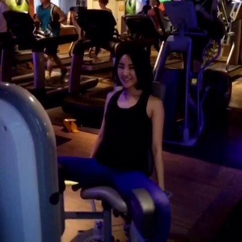 器械练腿来啦!好多女生去健身房不知道该如何
