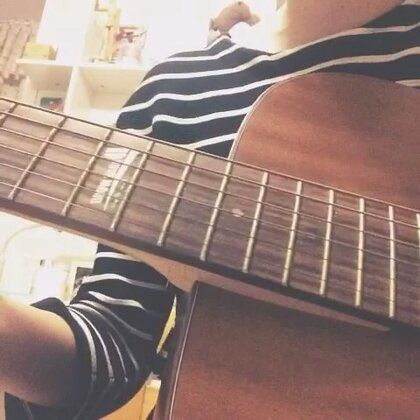 #吉他弹唱#【一吻之间❤️】就让所以往事随风而去 让那回忆落地化成泥🍃🍂……#音乐# 放腿上录的 难免腿抖😁