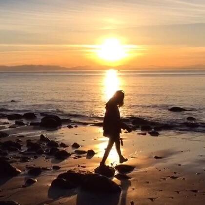 Dancing in the sunset. @加拿大温哥华旅游局