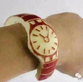 中午肚子饿了,不小心把apple watch吃了。😀😀😀