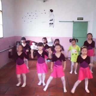 #越南爆红舞曲#亮瞎你们的眼。👀👏👏👏😁😁😁