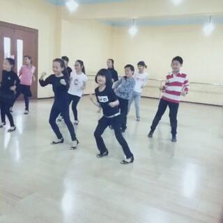 #越南爆红舞曲##越南哈林摇#一群被玩坏了的小朋友们!😁😁😁