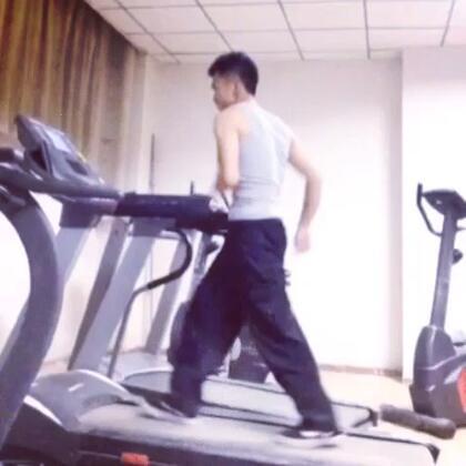 跑步机上的舞蹈😅😅#随手拍##创意#