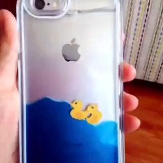 #来晒手机壳#韩国代购的小黄鸭手机壳。关键是小鸭子可以游泳哦。超可爱,4不4。哈哈哈哈哈哈。加我微信18604837100。抽取3名小伙伴,即可获得同款手机壳哦。😘😘😘