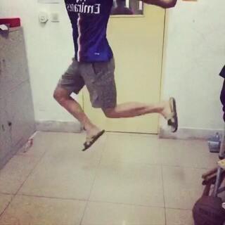 #玛丽跳##自拍##60秒美拍##随手拍# 😂😂😂😂😂😂拖鞋要让我甩飞了……最近腹股沟拉伤 我尽力了😬😬😬