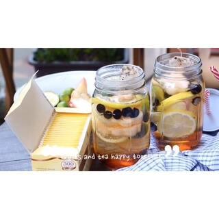 消失的这段时间每日的空闲时间都用来淘货希望在有限条件内把阳台打扮一番,终于小有初貌可以午后傍晚泡杯茶窝在小角落发呆看书,在这个夏天给自己的#小小美好#🍸🍸沒有煮水果茶的玻璃壶,简单的用杯子放入水果和茶包加蜂蜜泡一下搞定!#美食##自制茶饮#