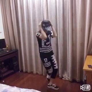 #睡你麻痹起来嗨#没人陪我,我自己在家里跳😌@宿命51541 #曳步舞##舞蹈#