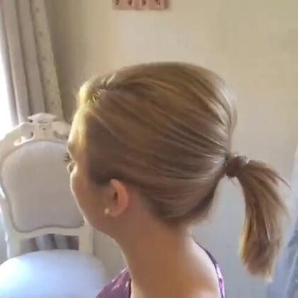 #时尚##盘发教程#简单的梳蓬松发辫的教程。❤