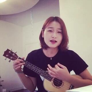 #ukulele#一直想弹唱这首歌,你曾是少年。歌词真的直击内心的那种。当青春耗尽,只剩面目可憎。最近遇到很多事,想慢慢走,想不后悔。加油!走音什么的别提了😂😂😂
