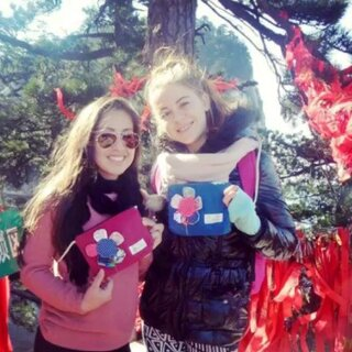 #女生之间的友谊#外国女生之间的友谊就是辣么的简单粗暴,只因她们用了同款包包😄#我也想要##闺蜜款#那就找#姐姐#吧 #手工制作原创设计#加微信jiejieHM
