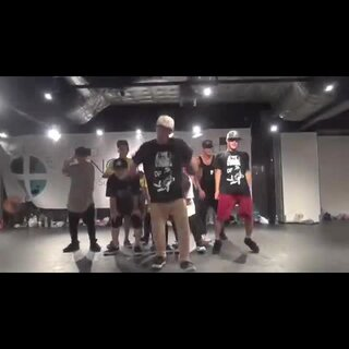 #舞蹈##睡你麻痹起来嗨#发一个在以前的号发过的视频!嗨一下!#编舞#:Dee&RIE #音乐#:What U Gon'Do - Lil Jon & The East Side Boyz Feat.Lil Scrappy #我要上热门#
