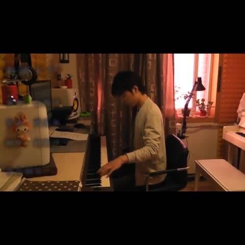 【夜色钢琴赵海洋美拍】《海阔天空》完整钢琴版#夜色.