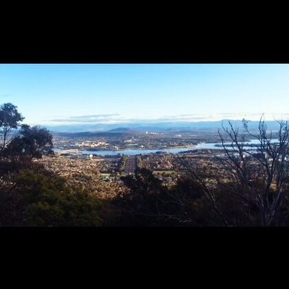 """#旅行##澳洲##堪培拉#Walter Burley Griffin1913年在澳洲地图上画了个圈 设计出了如今的澳洲首都-堪培拉 专门作为首都而建立的城市 完美的保护了自然 从1910年的一无所有到现今一应俱全的人造、世界最宜居城市 虽被人笑称""""堪村"""" 却从方方面面体现着他的魅力"""