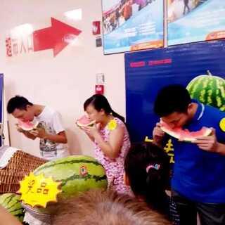 #在路上##周二##西瓜挑战#😊😊免费吃西瓜,赢了的再送个大西瓜,大家快去参加吧!🍉🍉