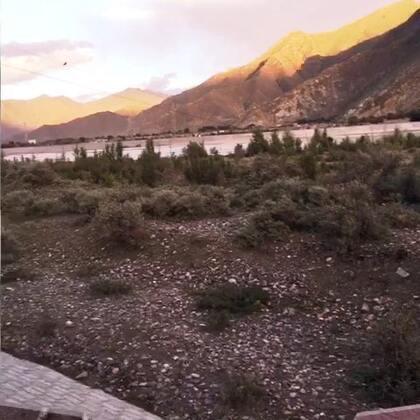 拉萨河边,有种走在乡间小路上的赶脚…-兔牙妹小Cici爱viola的美拍