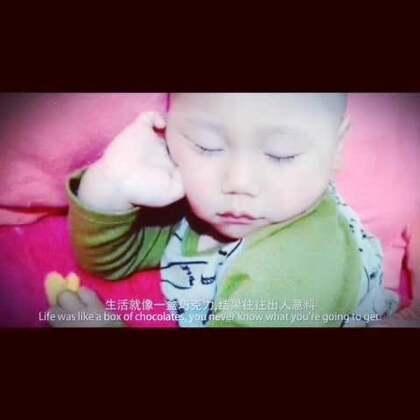 """宝宝的睡姿有千奇百怪,拥有""""奇葩""""的睡姿可是标准配置呢!😂😂美拍联手@蜜芽宝贝 的#宝宝奇葩睡姿#活动中,各路宝宝睡神们各显神通,我们小时候是不是也这样呀?😝#宝宝#"""