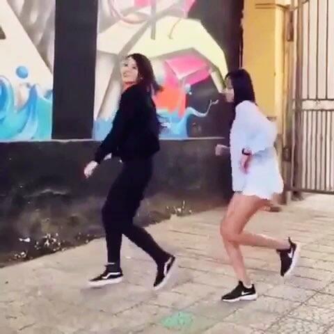 【8HSA美拍】超级喜欢这个舞步、歌名seve😀