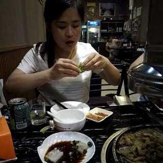 #60秒美拍##美食#今天姐姐带我吃烤肉,大晚上我犯罪了😭#带TA吃#