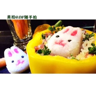 没有烤箱、没有时间一样可以有浪漫的#七夕约会餐#。胡萝卜当花、黄椒做碗咱也要萌萌的惊喜🌹心意无价🌹。宝宝看见了一定会开心吃饭,也可以作为孩子郊游、上学时的便当呢。来#美食#频道👀更多美食教程👍👍。少儿歌曲兔子舞😜😜#怎可以吃兔兔#@美拍小助手