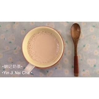 #美食##七夕约会餐##理想中的下午茶#絪记奶茶2.0升级版~七夕将近,与亲爱的他/她共饮一杯醇香的奶茶,真是极好的。❤这款奶茶是自己调制的,如有不足请大家谅解。😘没有方糖可用细砂糖代替。【🎵music: anything I'm not 】