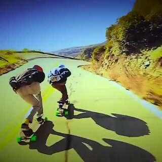 長板的下坡衝刺,不只炫技更欣賞沿路美景! #炫技##滑板##我要上熱門##運動#