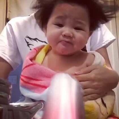 击中笑穴的宝宝爆笑视频合集,让你看一次笑十次开学前再轻松一下吧~#宝宝#