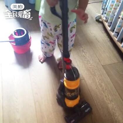 Jasper把打扫卫生的阿姨工作抢了😂