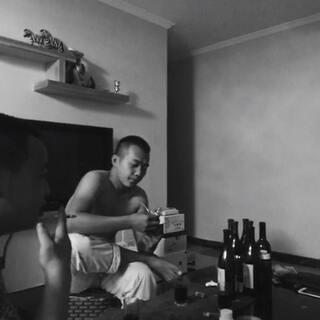 #宿醉##快乐##夜晚##兄弟##吉他##酒#