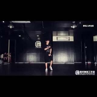 #宝宝##舞蹈#易烊千玺-ZAHA Sugar考核视频,个人感觉比在那啥组合时跳的舞强多了....轻喷😂#易烊千玺出场时#