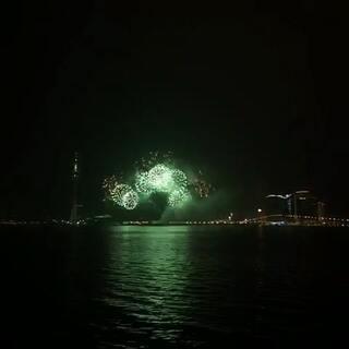#煙花##隨手拍#[愉快]下雨天☔️還能幸運看到2015年的最後一場國際煙花節!