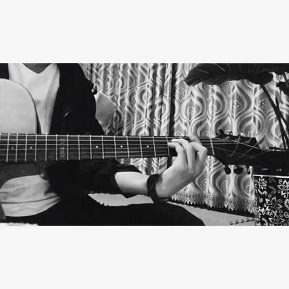 《那你呢》宇宙人。新浪微博@朱腹黑 #自拍##唱歌##音乐##朱腹黑和吉他#