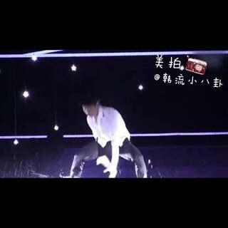张艺兴白衣湿身热舞完整版,好迷人啊啊啊😍 #舞蹈##音乐##张艺兴#