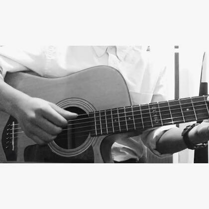《夜空中最亮的星》反正都会唱,我就不唱了。逃跑计划 新浪微博@朱腹黑#音乐##自拍##吉他弹唱##朱腹黑和吉他#