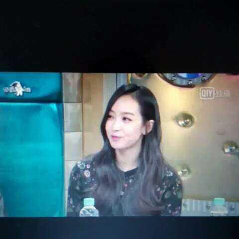 宋茜 黄金渔场这个综艺节目的主持人说解解韩语好像退步了,说 宋茜