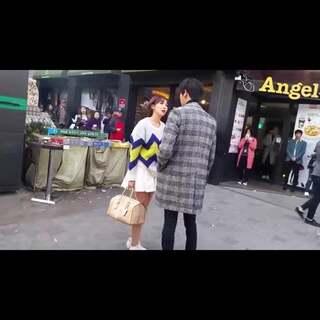 #韩国情侣间的那些事#13 今天不虐狗,不虐狗😁😁来看看看韩国情侣吵架吧,不是韩剧,也不是电影!真实的大街上闹别扭[😢小伙伴们是不是又在留意颜值了😂😂#热门#