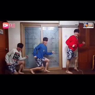 🚶🚶🏼🚶🏽🚶🏾🚶🏿韩国小哥一人扮演多个角色!好腻害👍🏿👍🏾👍🏽👍🏼👍👍🏻搞笑中还带有2😛😛😛😛@美拍小助手 #韩国舞蹈##搞笑##最近最搞笑的视频##千里眼精选#