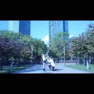 """#韩国情侣间的那些事#19 韩国的一对小两口子在结婚一周年的纪念日里,又是拍照,又是录视频的。。好恩爱的好甜蜜啊!视频主人公求祝福咯!😘😘#舞蹈# 我就带个头祝""""一直走到老!""""下面你们接着吧😂"""