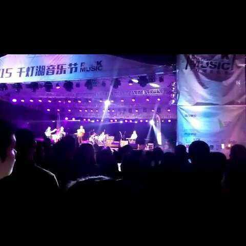 昨天晚上去看了千灯湖音乐节,他们说今年广州没有冬天,于是徐真