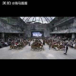 #fashionshow##香奈儿chanel##香奈儿织造##大牌范儿# 香奈儿秀场上的衣服都是如何制作的,2013-2014秋冬秀 微博@-海马酱