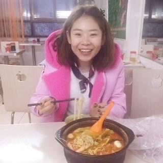 #U乐国际娱乐吃饭#吃米线就秃噜秃噜的 有谁看见开头我在吃吗🙋🙋哈哈好久没吃了💁💁(不是早上吃的袄 存货)
