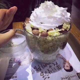 #直播吃零食#😁😁😁大冬天的大晚上来吃冰!真有勇气😂😂😂