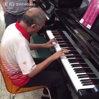弹钢琴很牛逼 Jingle Bells Rock #平安夜##圣诞节##钢琴##5分钟美拍##我要上热门#